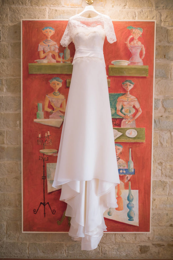 bride dressing in castello vicchiomaggio greve in chianti florence